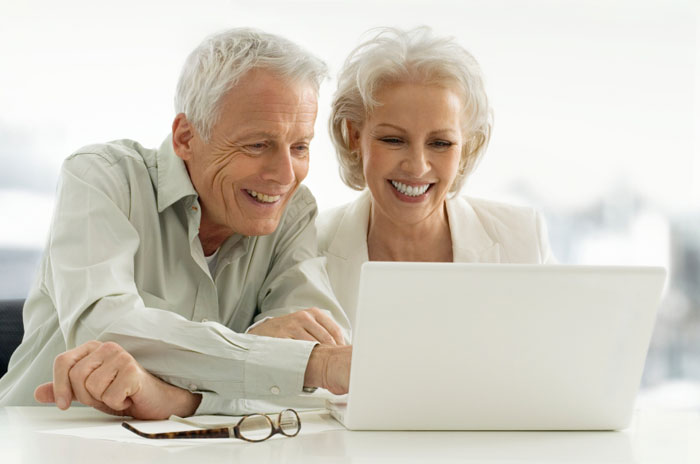 Husband and wife use life settlement calculator